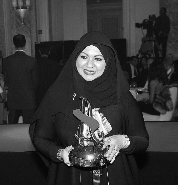 """تكريم مصممة الأزياء الاماراتية """" منى المنصوري"""" ووزير السياحة بمصر"""