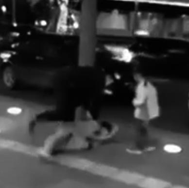 شي تك تك شي تيعا | بالفيديو – ضرب زوجته امام إبنتهما فهذا ما حصل