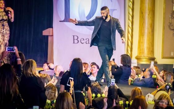 المصمّم اللبناني العالمي شربل زوي يفوز مرة جديدة بالنجمة العالمية ماريا كاري