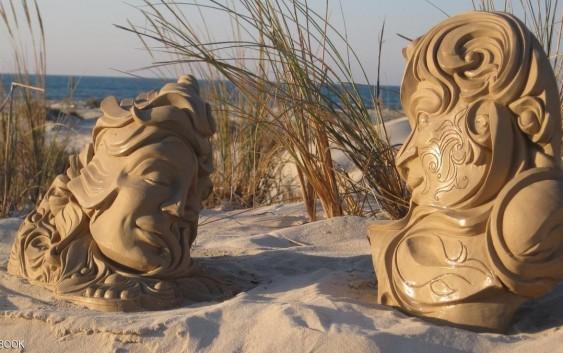 تريبل اي – بالصور   بالصور   لم يدرس النحت لكنه ينحت باحتراف على شواطئ ليبيا