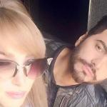 تامر حسني ينشر أحدث صورة لعائلته ويعيد زوجته على طريقه