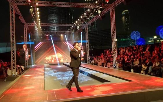 هشام الحاج يتألق صوتاً وحضوراً في أسبوع الموضة في دبي