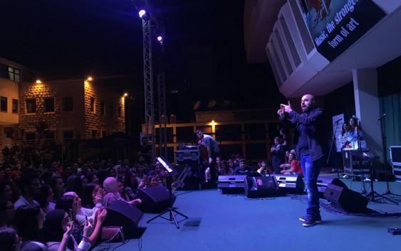 طلاب الجامعة اللبنانية الأمريكية اختاروا هشام حداد