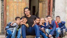 مغربي مرشح لجائزة نوبيل للتعليم ومشروع مدرسة متنقلة
