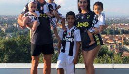 كريستيانو رونالدو يدفع ٢٣ الف دولار بخشيش اثناء رحلته العائلية