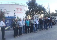 احتجاج اصحاب محطات الوقود  على تسليم المحروقات بالدولار