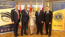 الإعلامية ليا عادل معماري مكرمة من جمعية أندية الليونز الدولية المنطقة ٣٥١ تقديرا لعطاءاتها وخدماتها الانسانية