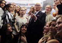 وفاة مصمم الأزياء الفرنسي من اصل ايطالي: بيير كاردان